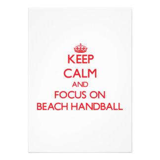 Gardez le calme et le foyer sur le handball de pla invitations personnalisées