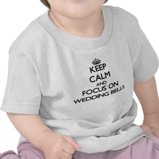 Gardez le calme et le foyer sur le mariage Bells T-shirts