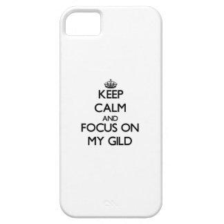 Gardez le calme et le foyer sur le mon pour dorer iPhone 5 case