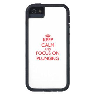 Gardez le calme et le foyer sur le plongement étuis iPhone 5