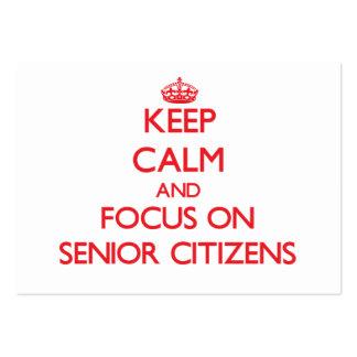 Gardez le calme et le foyer sur les vieillards carte de visite grand format