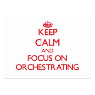 Gardez le calme et le foyer sur l'orchestration carte de visite grand format