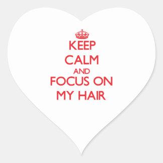 Gardez le calme et le foyer sur mes cheveux autocollant en cœur