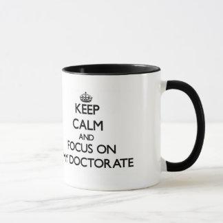 Gardez le calme et le foyer sur mon doctorat tasse
