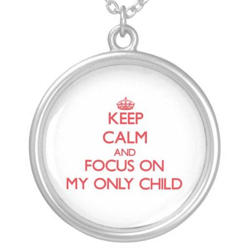Gardez le calme et le foyer sur mon enfant unique pendentif personnalisé