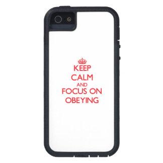Gardez le calme et le foyer sur obéir coque iPhone 5 Case-Mate