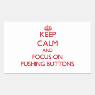 Gardez le calme et le foyer sur pousser des bouton stickers en rectangle
