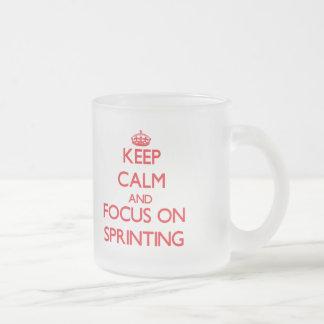 Gardez le calme et le foyer sur sprinter mug en verre givré