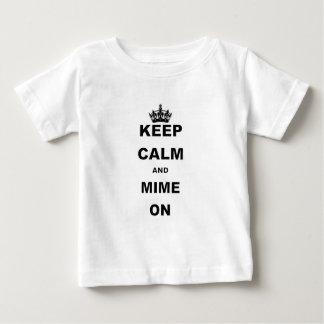 GARDEZ le CALME ET le MIME ON.png T-shirt