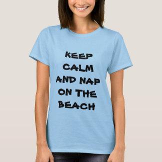 Gardez le calme et le petit somme sur le T-shirt