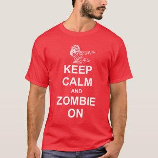 Gardez le calme et le zombi sur le T-shirt foncé