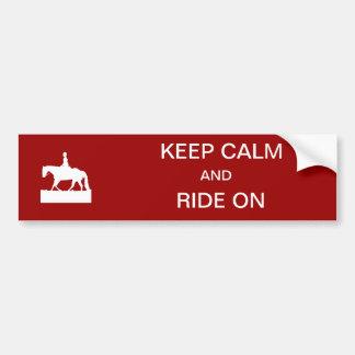 Gardez le calme et montez dessus autocollant de voiture