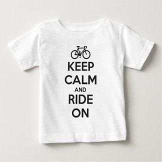 Gardez le calme et montez dessus t-shirt pour bébé