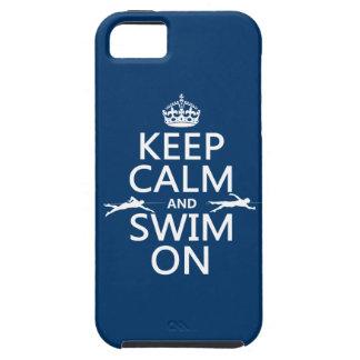 Gardez le calme et nagez sur (dans toute couleur) coques iPhone 5