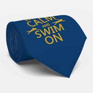 Gardez le calme et nagez sur (dans toute couleur) cravates