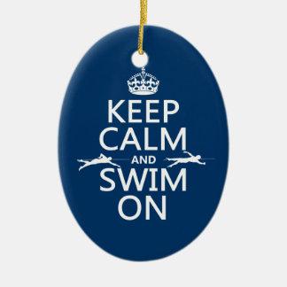 Gardez le calme et nagez sur (dans toute couleur) ornement ovale en céramique