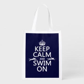 Gardez le calme et nagez sur (dans toute couleur) sac réutilisable