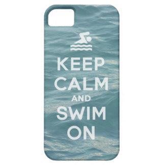 Gardez le calme et nagez sur le cas iPhone5 drôle