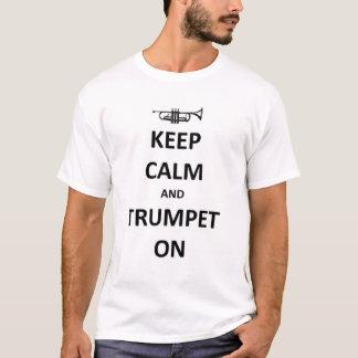 Gardez le calme et sonnez de la trompette dessus t-shirt