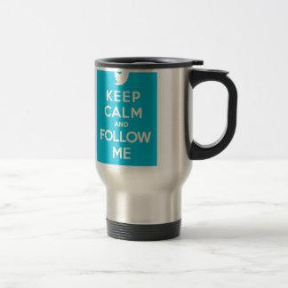 Gardez le calme et suivez-moi continuent l'oiseau mug de voyage