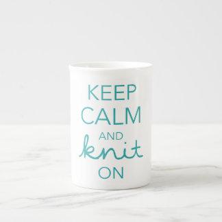 Gardez le calme et tricotez dessus mug