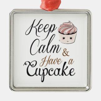 Gardez le calme pour avoir le petit gâteau Kawaii Ornement Carré Argenté