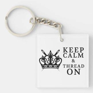 Gardez le fil calme sur des métiers porte-clé carré en acrylique double face