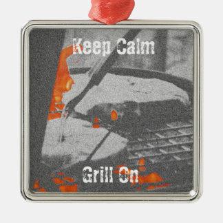 Gardez le gril calme dessus ornement carré argenté