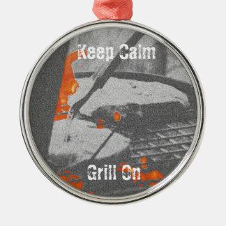 Gardez le gril calme dessus ornement rond argenté