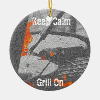 Gardez le gril calme dessus ornement rond en céramique