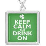 Gardez l'humour calme de Jour de la Saint Patrick Pendentifs Personnalisés