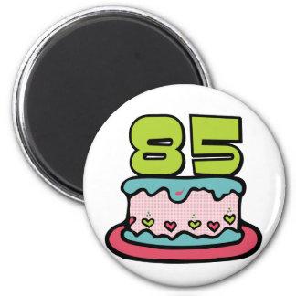 Gâteau d'anniversaire de 85 ans magnet rond 8 cm