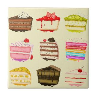Gâteau d'anniversaire mignon de gâteau avec de la petit carreau carré