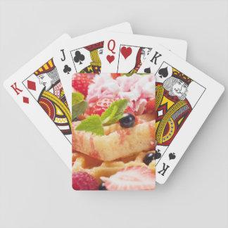 Gâteau de gaufre avec la baie fraîche jeux de cartes