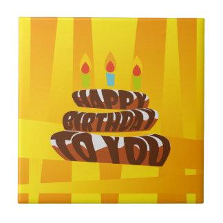 Gâteau de joyeux anniversaire d'illustration avec petit carreau carré