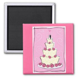 Gâteau de mariage avec l'arrière - plan rose magnet carré