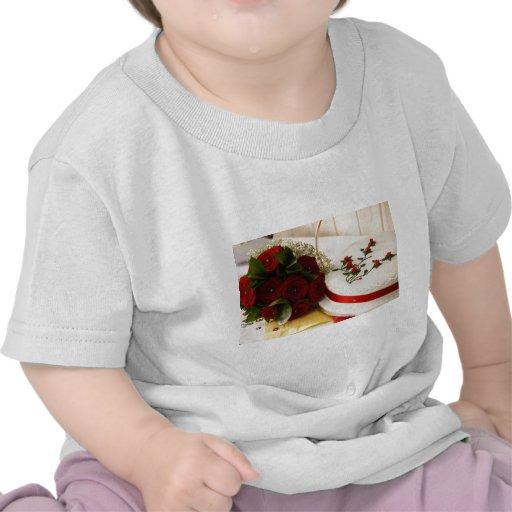 Gâteau de mariage rouge et blanc t-shirt