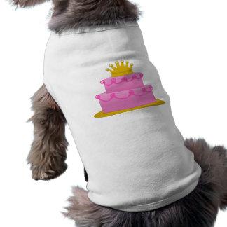 Gâteau rose avec l'anniversaire de couronne t-shirt pour chien