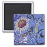 Gecko et tournesol de mosaïque sur le bleu magnets pour réfrigérateur