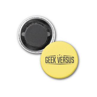 Geek contre l'aimant magnet carré 2,50 cm
