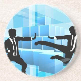Gens d'affaires combattant le concept de dessous de verres