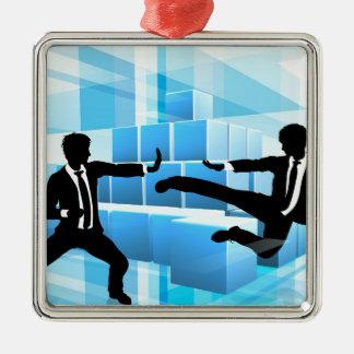 Gens d'affaires combattant le concept de ornement carré argenté
