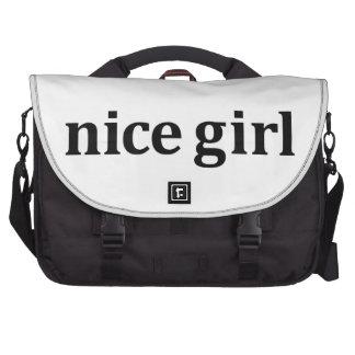 Gentille fille sacs ordinateurs portables