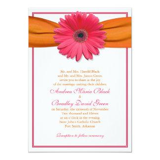 Gerbera rose avec le faire-part de mariage orange