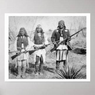 Geronimo et trois de ses guerriers d'Apache, 1886  Poster