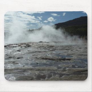 Geyser chaud et humide de geysir en Islande Tapis De Souris