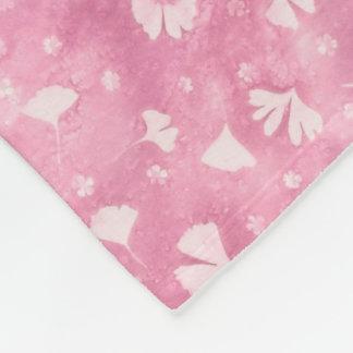 Ginkgos et couverture rose-clair d'ouatine de