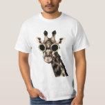 Girafe avec des lunettes de lunettes de soleil de t-shirt