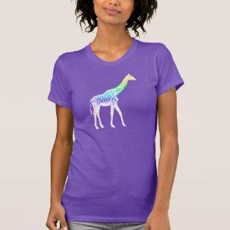 Girafe avec des taches d'arc-en-ciel t-shirts