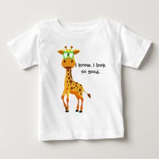 girafe dans le style avec des verres pour le bébé t-shirt pour bébé